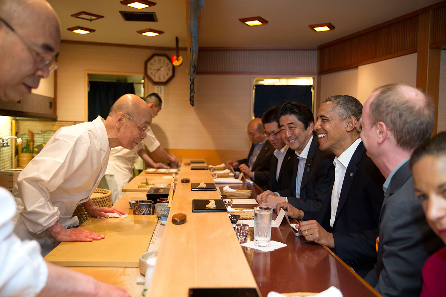 Barack_Obama_and_Shinzo_Abe_at_Sukyabashi_Jiro